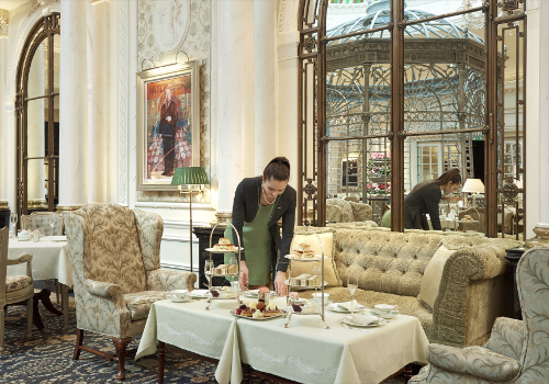 Thames Foyer Savoy Hotel : Afternoon tea at the savoy